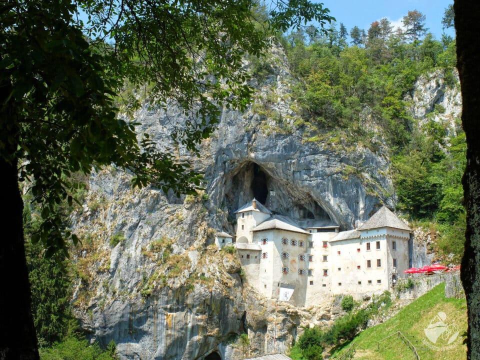 La région de Karst : le château de Predjama